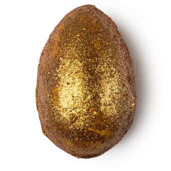 A Golden Egg é ao mesmo tempo uma bomba e um óleo de banho de aroma citrico e efeito suavizante na pele