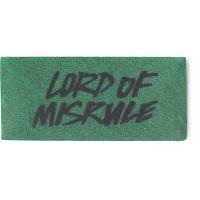 Um papel sabonete verde escuro com as palavras lord of misrule escritas no centro