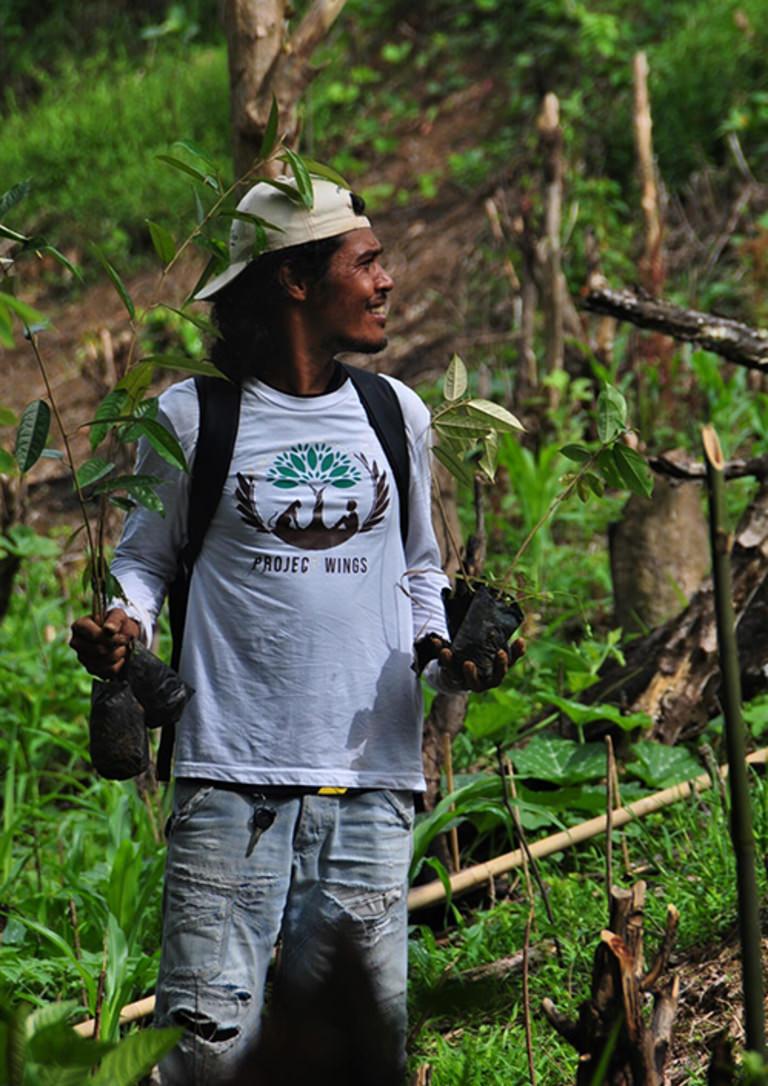 Project Wings: Ein Mann läuft durch den Urwald