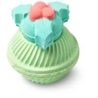 bomba de banho verde com tampa em forma de azevinho