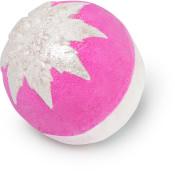 snow fairy bomba de baño de navidad de color rosa adornada con dos copos de nieve