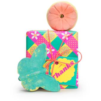 O presente de dia da mae thanks traz dois mimos para o banho relaxantes com aromas florais
