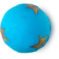 Eine Blaue Badebombe mit goldenen Sternen