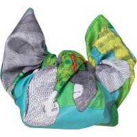 Gorillas Knot Wrap um lenco ilustrado azul e verde e uma opcao ecologica para embrulhar os presentes no Dia do Pai