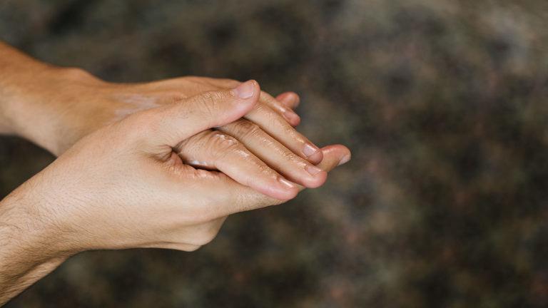 Verzorg je droge handen met hydraterende Handy Gurugu handcrème zit boordevol shea en cashew-boter en pompoenzaad