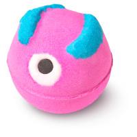 eine pink blaue badebombe mit einem auge aus zucker