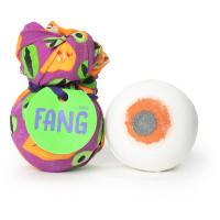Fang é um dos presentes de halloween com aroma a rosa e lavanda e um assustador knot wrap reutilizável