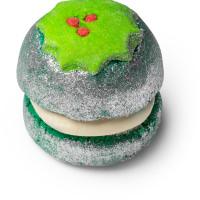 Ein kleines grünes, in silbernen Glitzer getauchtes Schaumbad in der Form eines kleinen Cremekuchens