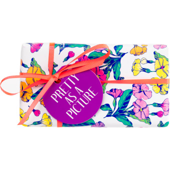 Pretty As A Picture gift box