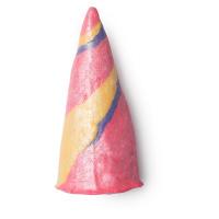 呈獨角獸角形狀彩色繽紛的泡泡浴芭
