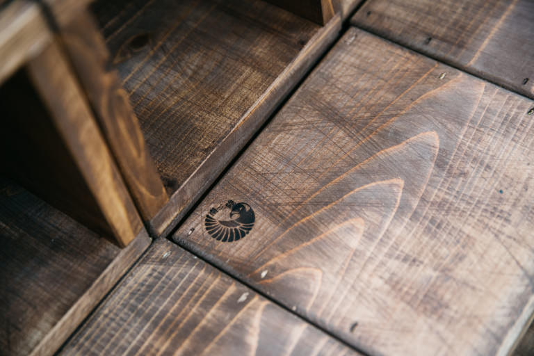 持続可能な木材の国際基準であるFSC認証を取得した宮城県の南三陸杉を使ったディスプレイ什器がラッシュのショップに登場