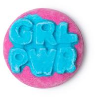 grl pwr é uma espuma de banho revigorante com fragrâncias de ylang ylang e cedro para te dar aquela força extra