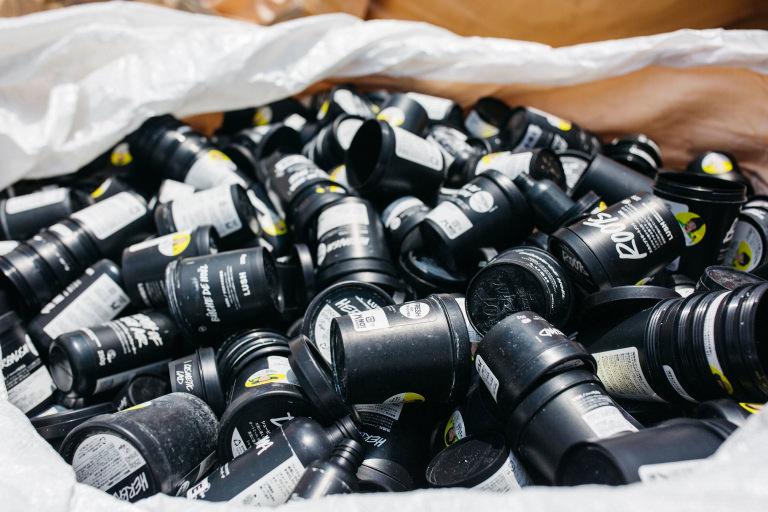 ラッシュ LUSH アースケア エコ リサイクル サステナビリティ プラスチックごみ バナナペーパー 空容器回収
