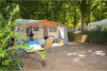 Emplacement + 1 voiture + tente ou caravane + électricité - Californie Plage