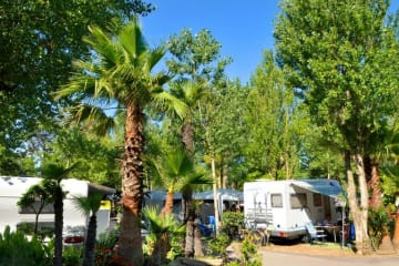 Package Pitch +  tent , caravan or camping-car + electricity + water and drainage point - Les Méditerranées - Charlemagne