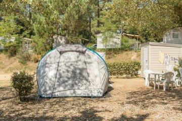 Emplacement Privilège pour tente 1 véhicule + électricité + équipement - Palmyre Loisirs