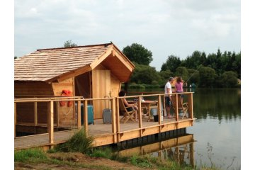 Wooden cabin LES MARQUISES (2 adults + 1 children) - 120 ft² / 1 bedroom - adapted to the people ... - Village Flottant de Pressac