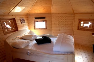 Wooden cabin AMOUR BLANC (2 adults + 3 children) - 120 ft² / 1 bedroom - Village Flottant de Pressac