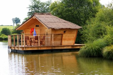 Wooden cabin BALI (2 adults + 1 child) - 90 ft² / 1 bedroom - Village Flottant de Pressac