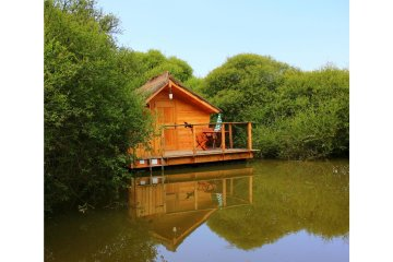 Wooden cabin FLEUR DE LUNE (2 adults + 1 child) - 90 ft² / 1 bedroom - Village Flottant de Pressac