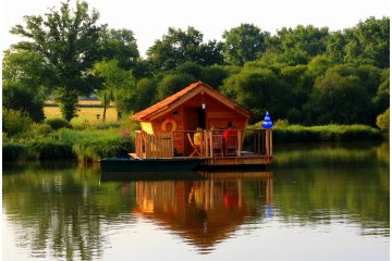 Wooden cabin POISSONS CLOWN (2 adults + 3 children) - 120 ft² / 1 bedroom - Village Flottant de Pressac