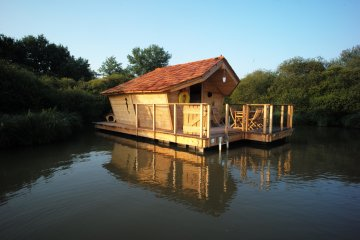 Wooden cabin GUPPY (2 adults + 3 children) - 120 ft² / 1 bedroom - Village Flottant de Pressac