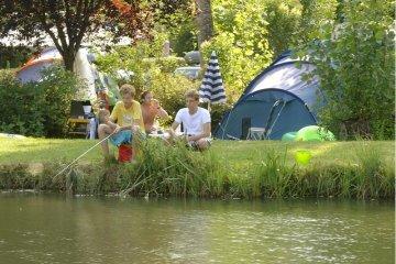 Emplacement camping avec 2 pers, electricité et voiture compris - RCN Le Moulin de la Pique