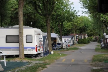 Pitch big + 1 car + tent , caravan or camping-car + electricity 6A + water - Campeggio del Sole