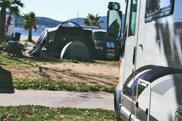 Emplacement Confort Côté Mer 4ème Rang - Les Mûres