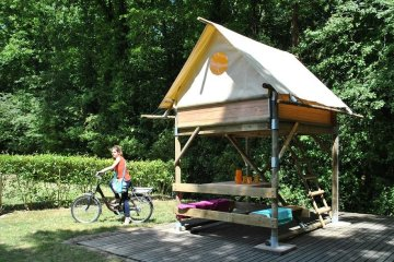 BIVOUAC  PITCH - Canvas tent raised on stilts - bed * 2 - Table - Elect. 16A - - La Garangeoire