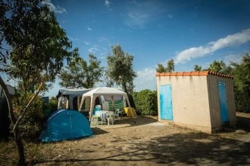 Camping pitch with sanitary facilities See side - Le Floride et L'Embouchure