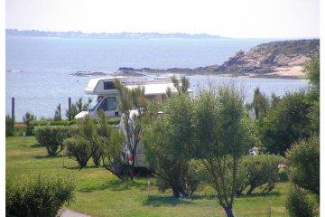 Camping pitch (Seaview) + 1 car - Les Iles