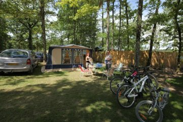 Package ** : pitch 80-100 m², caravan, camping-car or tent, 1 car, electricity (10A) - Parc du Val de Loire