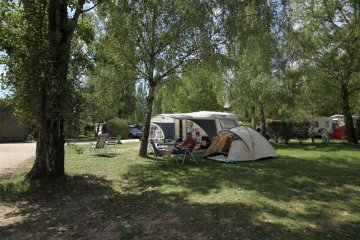 Package *** : pitch 100-120 m², caravan, camping-car or tent, electricity 10A, water and drainage ... - Parc du Val de Loire