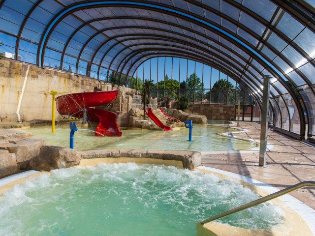 Les piscines couvertes du camping La Sirène