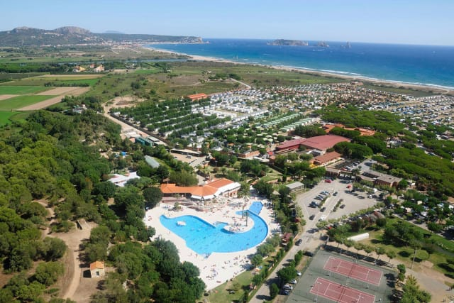 The aquatic park of the El Delfin Verde Costa Brava Resort campsite (Torroella de Montgrí)