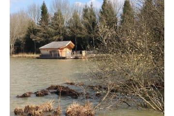 Cabane flottante Mauka (2 adultes + 3 enfants) - 40 m² / 1 chambre - Village Flottant de Pressac