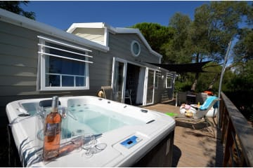 Cottage DUPLEX **** (climatisé) - 3 chambres + mezzanine, 2 salles de bain + jacuzzi individuel - Domaine du Colombier