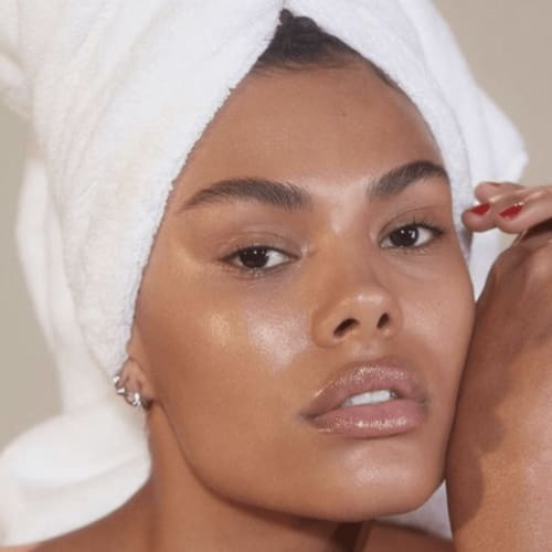 Read more about the article 3 Acids Essential to a Skin Regime