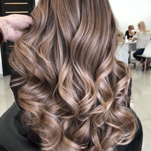Read more about the article Master the Beach Wave with a Flat Iron.