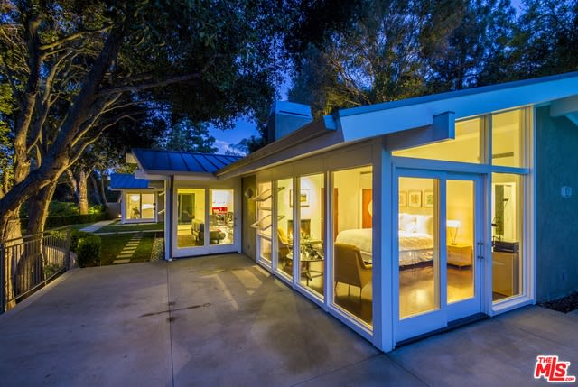 2171 Mandeville Canyon Road preview