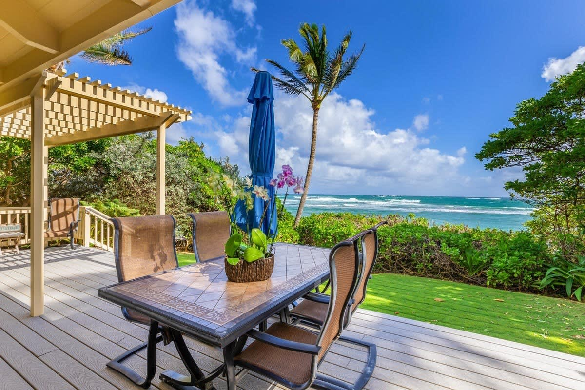 7 Beautiful Beachfront Vacation Rental Homes for Sale