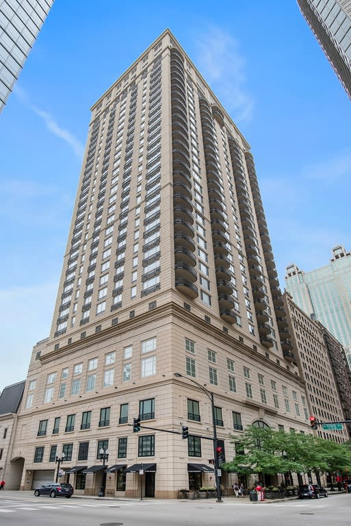 10 E Delaware Pl, Unit 32 A  preview