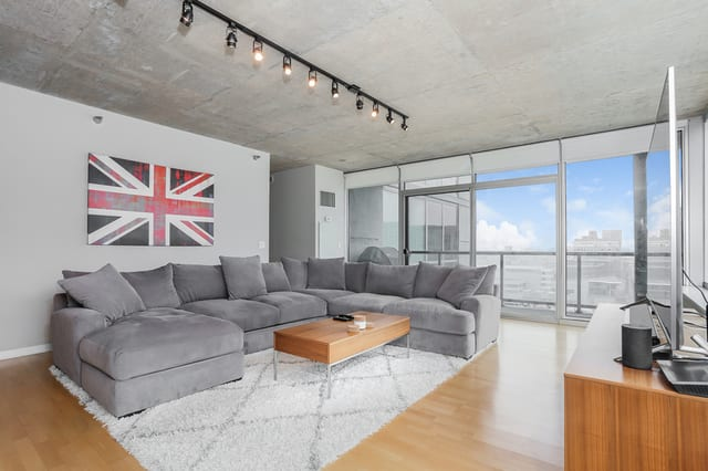 611 S Wells St, Unit #1303 preview