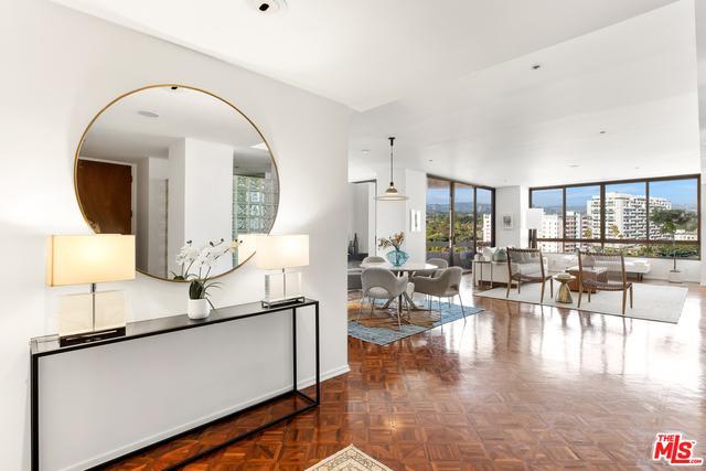 Stunning and Spacious Condominium In The Mirabella