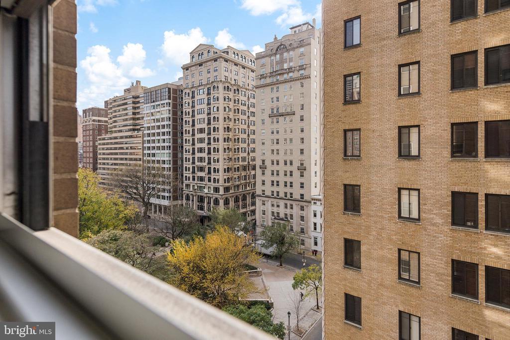 220 W Rittenhouse Sq, #9C photo