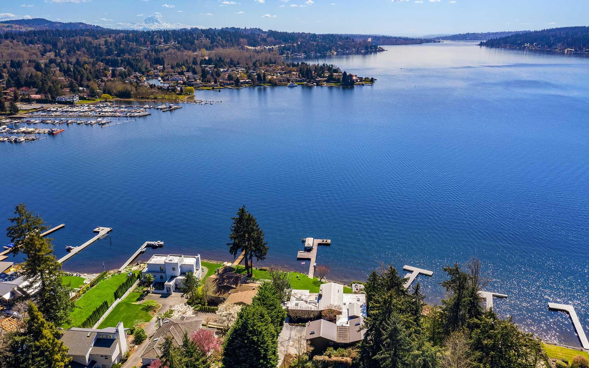 Inviting Northwest Style on the Lake in Enatai photo