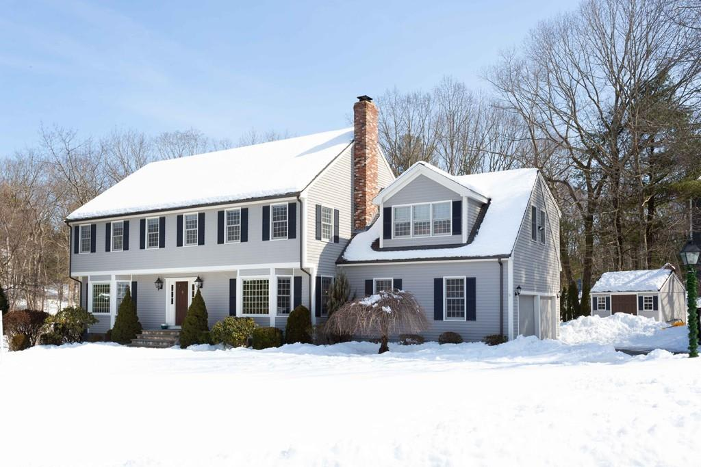 4 Moccasin Path, Natick