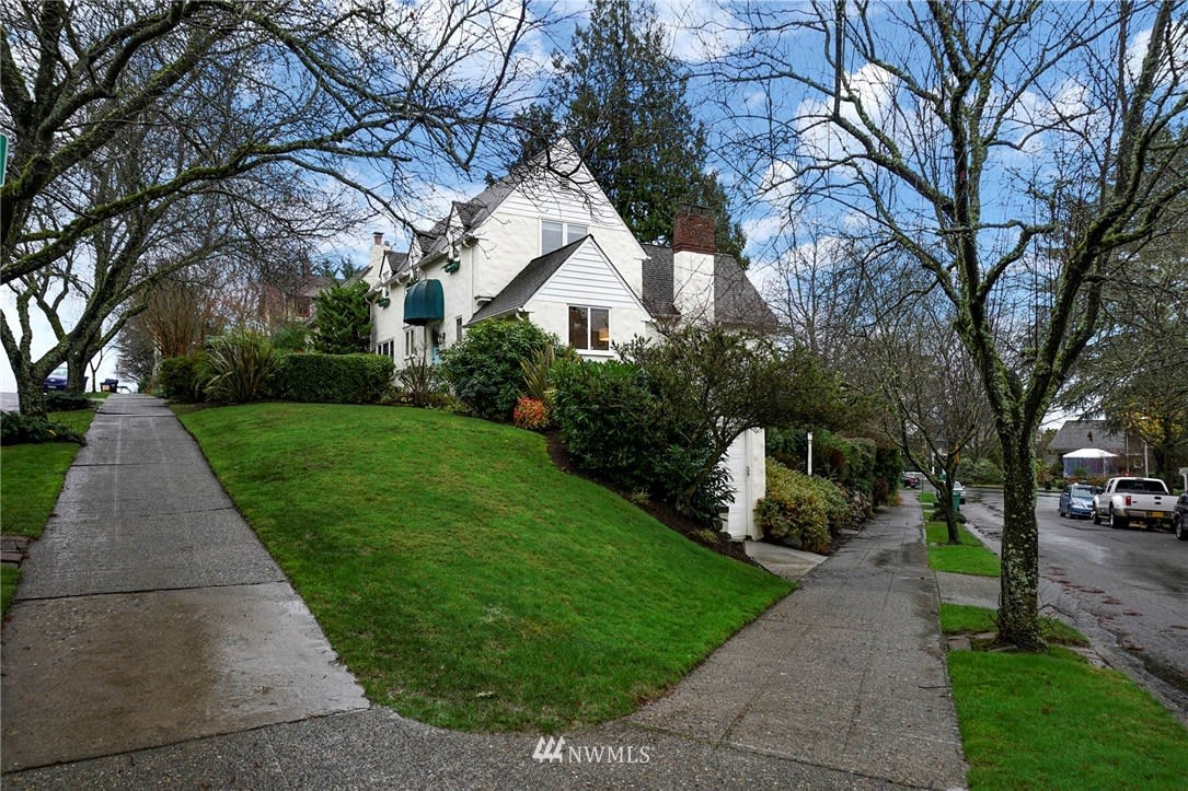 4120 51st Avenue NE, Seattle, WA 98105-4900 photo