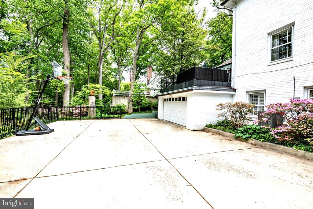 6909 Forest Hill Drive photo